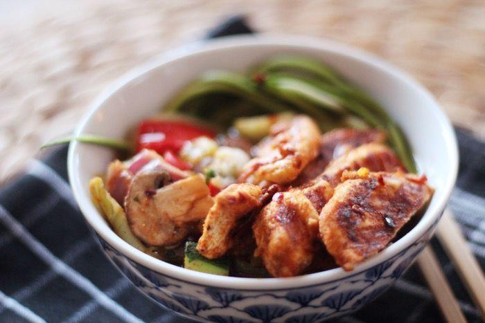 Recept: Courgette noedels met kip en groente