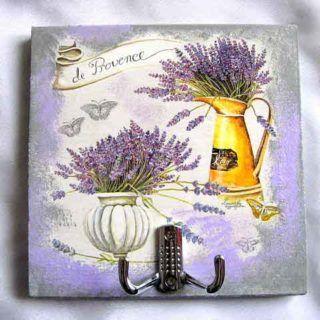 Cuier haine, design vaza flori si stropitoare cu flori de lavanda