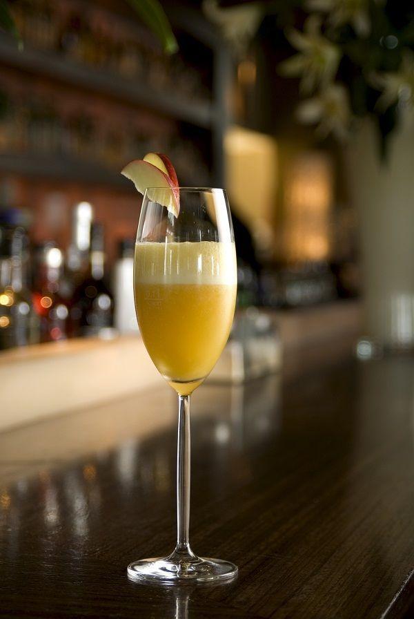 Zin in Italiaanse cocktails? Met deze recepten maak je in een handomdraai o.a. Aperol Spritz, Bellini, Hugo, Negroni, sgroppino of Espresso Martini. Cin cin!