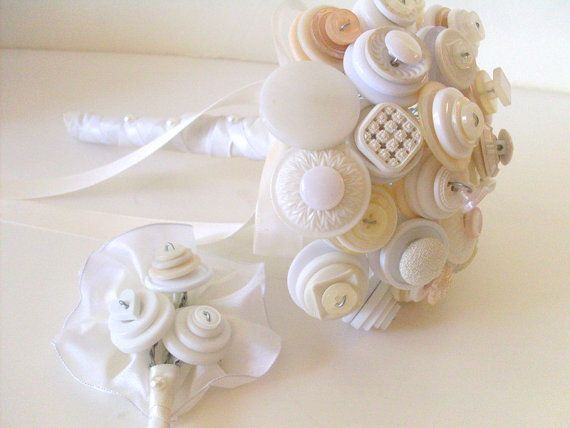 Such a simply sweet button bouquet! Creme Button Bouquet White set with vintage buttons by angel9, $54.00