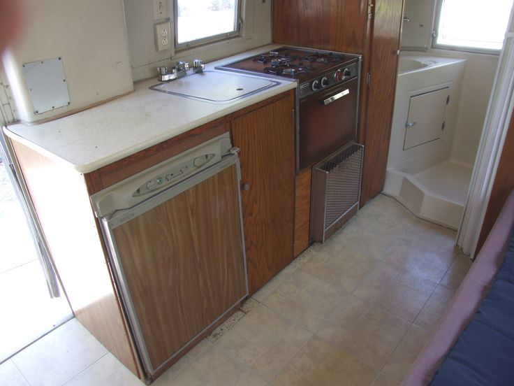 Kitchen, gas appliances un tested