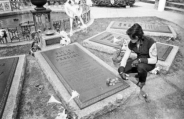 Glen Danzig @ Elvis Presley's grave