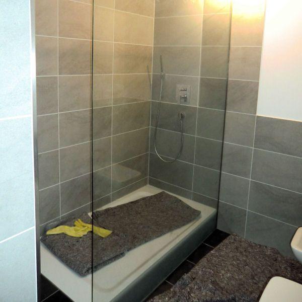 ber ideen zu walk in dusche auf pinterest duschrinne duschabtrennung und glaswand. Black Bedroom Furniture Sets. Home Design Ideas
