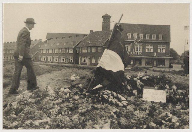 Haarlem 1945 Het voorlopige verzetsmonument aan de Jan Gijzenvaart hoek Rijksstraatweg