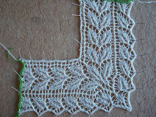No chart or directions for this lace edging, but I would sure like to figure it out--the way the corner turns is pretty cool!  Shared by @cathleenshands