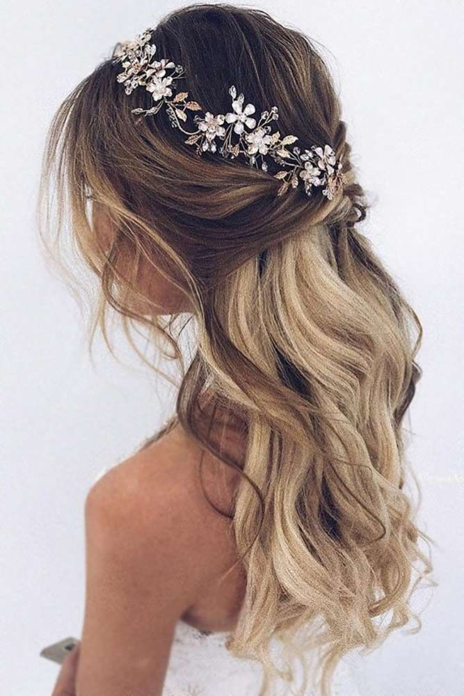 Half Up Half Down Love The Loose Curls And The Tiny Bit Of Flower Perhaps Some Kind Of Sparkly In 2020 Hair Styles Wedding Hair Pieces Bridal Hair Pieces