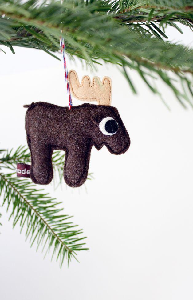 Süßer Elch aus Filz als Weihnachtsdeko für den Weihnachtsbaum / christmas tree decoration: cute little felted moose made by catmade via DaWanda.com