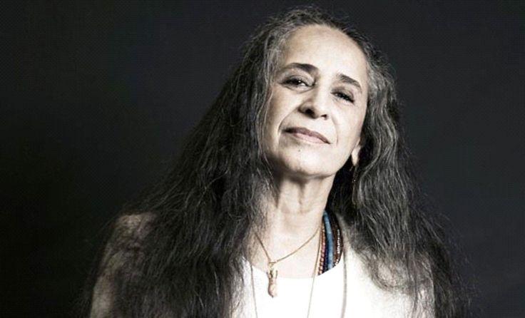 Margareth Menezes fez o convite. Maria Bethânia aceitou. E no próximo dia 4 de dezembro, uma das maiores vozes da música brasileira se apresenta no Mercado Iaô.
