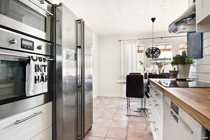 Köket har rostfria vitvaror