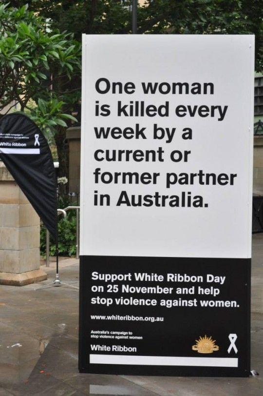 L'association australienne White Ribbon a lancé une grande campagne 360 – Land of Secret –  sur la question de la violence contre les femmes. Sous un design de carte postale, la campagne met le doigt sur un fléau dans ce pays.
