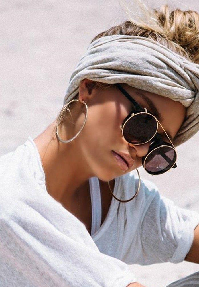 coiffure avec headband turban gris lunettes de soleil chic desert boucles doreilles