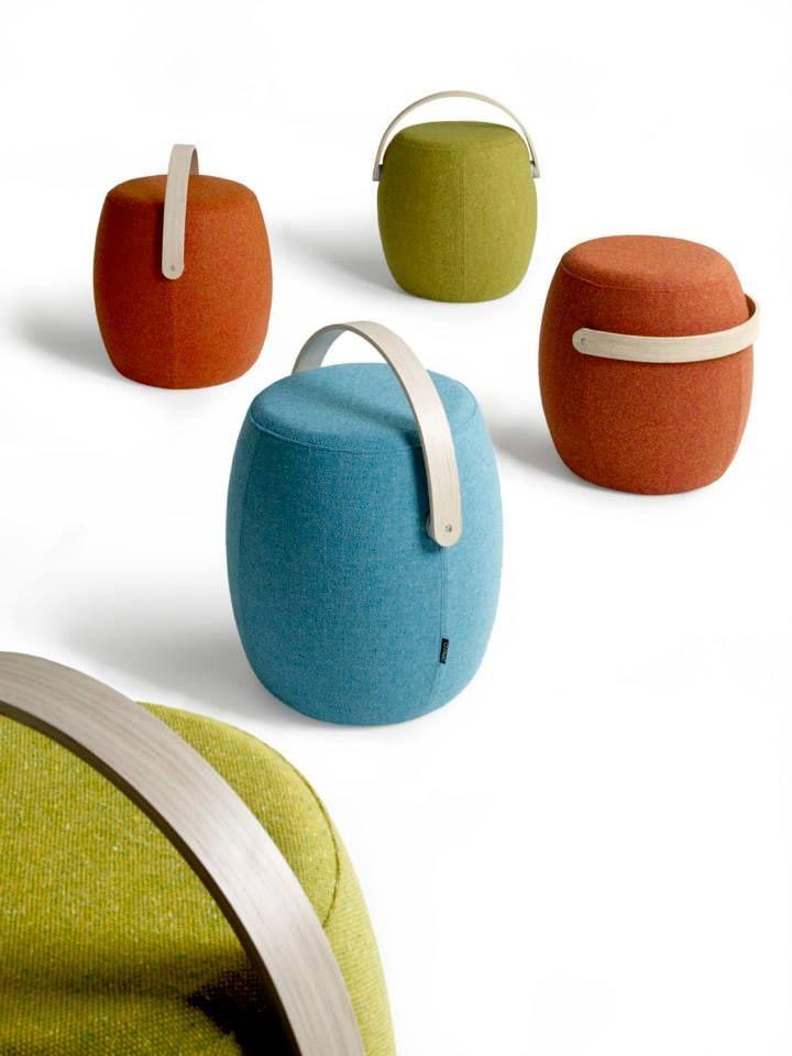 #DISEÑO El diseñador sueco Mattias Stenberg diseñó este pequeño #puff portable cuyo nombre es Carry On, precisamente porque el concepto central de este asiento es su posibilidad de trasladarlo fácilmente y desafiar la flexibilidad de los espacios.  +INFO: www.studiovision.se