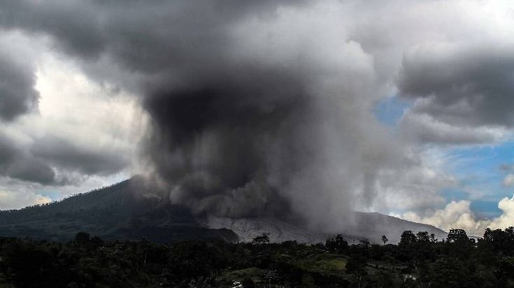 Indonesia's Mount Sinabung volcano in 'biggest' eruption this year - Channel NewsAsia