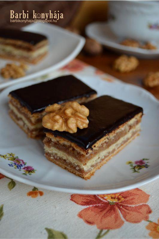 Sokan ismeritek és biztosan sokan meg is sütöttétek, sőt bevált családi recepttel rendelkeztek. Nekem Horvát Ilona receptje a kedvencem, tö...
