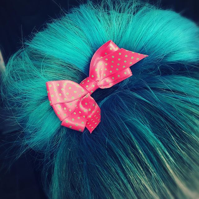 🎀🎀🎀 #pink #beauty #hairstyle #hair #bow #hairbow #blue #green #bluehair #greenhair #mua #styling