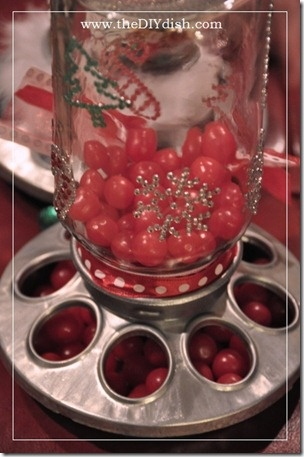 DIY Turn a birdfeeder into an old fashioned candy jar- You can also paint it to make it look more festive!: Finish Mason, Gifts Ideas, Mason Candy, Gift Ideas, Christmas Candy, Candy Dispen, Mason Jars, Candy Jars, Chicken Feeders