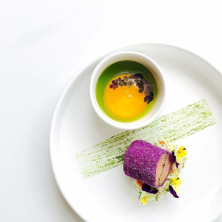 Brined salmon with spiced red cabbage coat scotch bonnet spiced carb parsley oil and gel with cured egg yolk by @chefjasonhoward  Tag your best plating pictures with #armyofchefs to get featured.  ------------------------ #foodart #foodphoto #foodphotography  #foodphotographer #delicious #instafood #instagourmet #gastronomy #salmon #cabbage #parsley - find more inspiration on www.kochfreunde.com