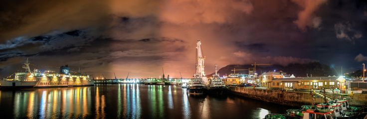 180 degree HDR panorama of the harbour at the V&A Waterfront