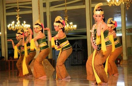 Gambyong dance is a dance that is served to welcome guests or start a wedding reception. Usually the average dancers are young and flawless.