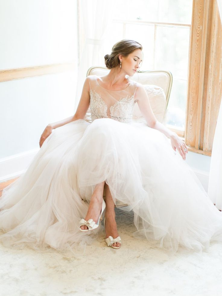 The beautifully timeless collection of bridal shoes for 2016 from Bella Belle. Handmade and exquisitely embellished, these are shoes to be…