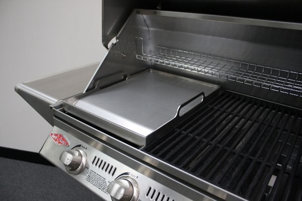 Stainless Steel Teppanyaki Hotplate  Beefeater BBQ Accessories bring you  this highly demanded Teppanyaki Hotplate in full Stainless Steel. Made from the same great quality stainless used in all their BBQ Grill and BBQ Hotplate Cooktops, this one is made to last.