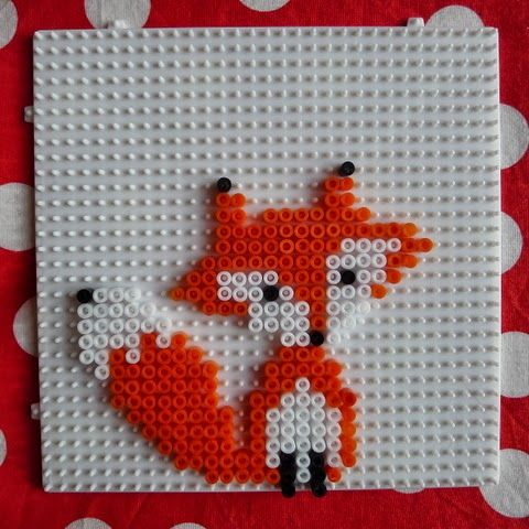 Le rose et le noir: DIY: un renard semi-raté et un arc-en-ciel réussi en perles Hama