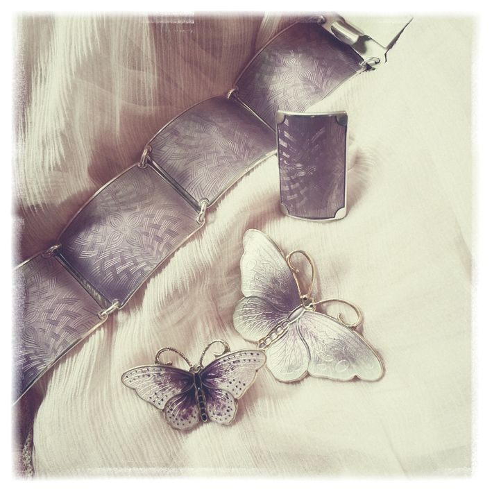Delicate enamel jewelry in light purple.