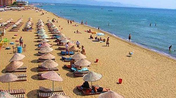 Altınkum plajı/Didim/Aydın/// Türkiyenin ve dünyanın sayılı plajlarından dır.İsmini altın gibi kumlara olan benzerliğinden almıştır.Gerçektende güneş ışınları altında ışıl ışıl parıldayan ve altına benzeyen kumlara sahiptir.