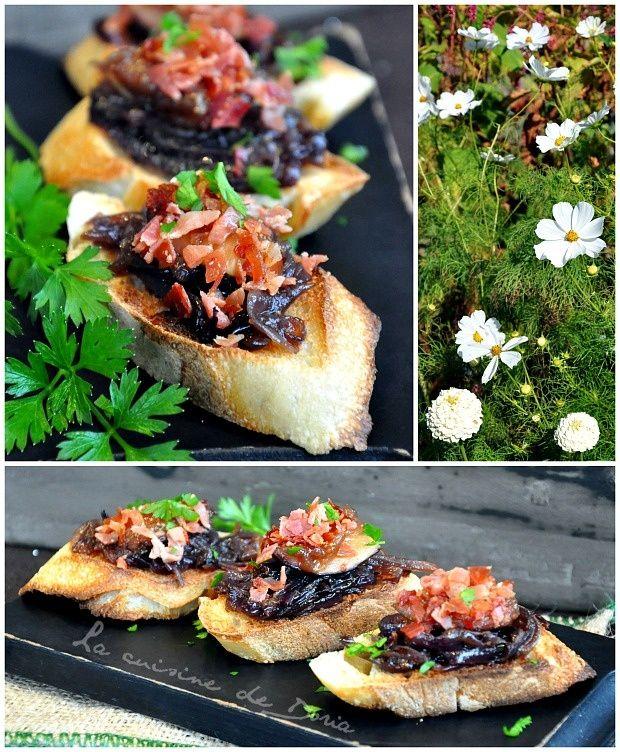 Avec les figues du jardin, c'est extra... Ingrédients pour 4 personnes 4 grosses figues fraîches 1 oignon rouge 4 tranches de jambon de Pays 1 cc de miel liquide 5 cl d'huile d'olive 20 tranches de baguette 1 pincée de piment d'Espelette Sel de Guérande...
