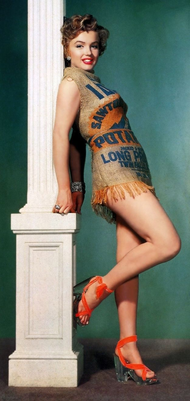 Of course, Marilyn managed to make this Idaho potato sack look…well…amazing. | Only Marilyn Monroe Could Make A Potato Sack Look This Good