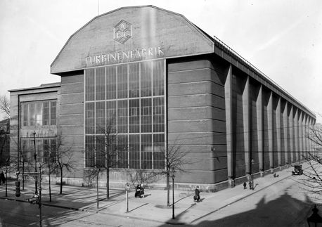 Assembly hall of the AEG turbine factory in Berlin-Moabit, 1927
