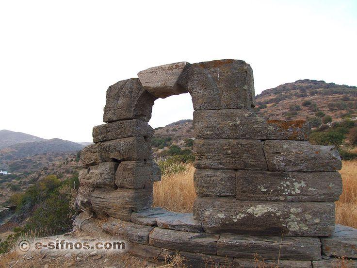 Αρχαίος Πύργος Καμπαναριό ή πόρτα Σίφνος Κυκλάδες