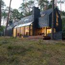 Чёрный лесной дом в Литве