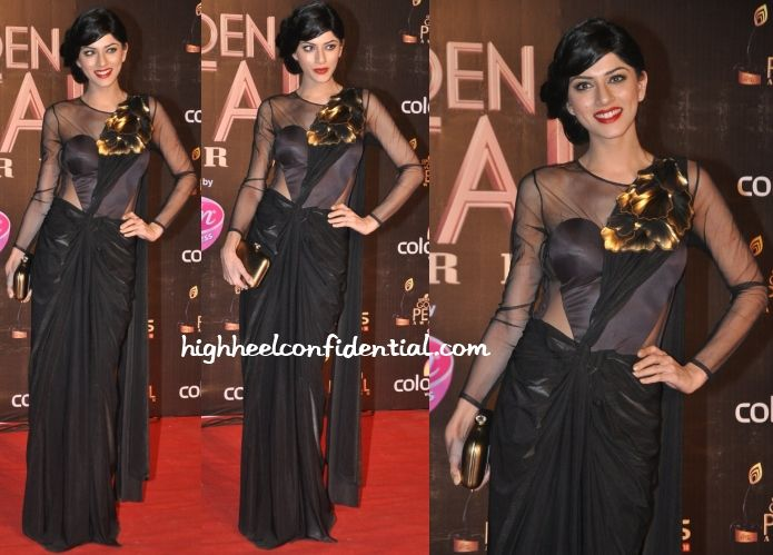 Sapna, who plays Anil Kapoor's daughter in the Indian version of 24, attended the Golden Petal Awards wearing a black Amit Aggarwal sari gown.  While we applaud her for going for something different, can't say the gown worked on her. Not only was there a big fit issue but the different shade of black on the bust was too distracting