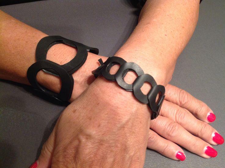 Schakelarmbanden van fietsband. Bicycle bracelets.