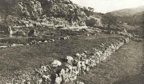 Ιερά Οδός, μπροστά στον ναό της Αφροδίτης, στην Αφαία Σκαραμαγκά [1937]