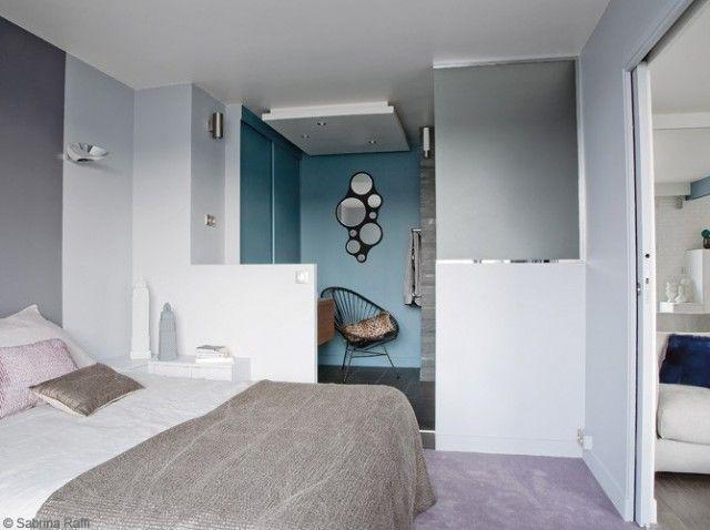 petite salle de bain la douche spare de la chambre par du verre sabl