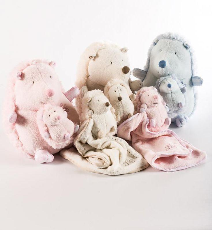 Peluches de erizo, en diferentes colores para que nuestros pequeños jueguen.... Irulea Moda infantil y lencería femenina. #irulea #donostia #sansebastian #princesscharlotte #newroyalbaby #bayfashion #modainfantil #lenceria #ropaniños #princesacarlota #ropabebe #vêtementsdebébé #vetementsdebebe #juguetes #toys #jouets