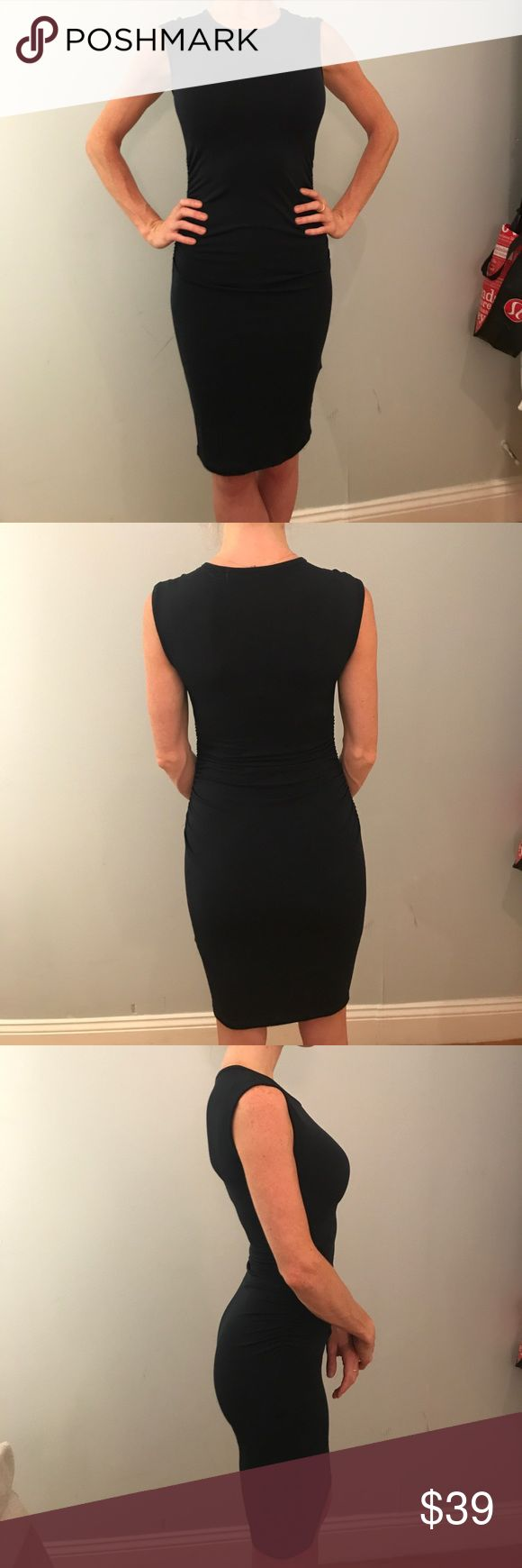 Banana Republic (Navy Blue) Bandage Dress This bod con silhouette hugging dress is perfect to show off all your curves. Sleeveless, 95% polyester, 5% spandex, machine washable, navy blue...XXS Petite for my short friends out there:) Banana Republic Dresses