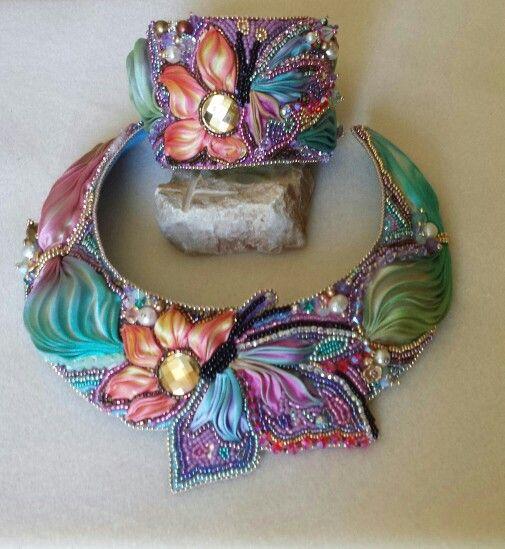 Collarino realizzato con seta shibori, componenti in swarovski, perle, rocailles