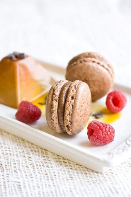 Карамельно-ванильная «Pannacotta» и коричные macarons По оригинальному рецепту австралийского кондитера-виртуоза Адриано Зумбо, этот десерт является довольно-таки сложносочиненным и многокомпонентны...