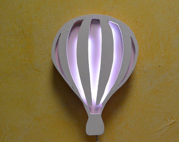 Lampara quitamiedo. Globo aerostático lampara para bebés minimalista.