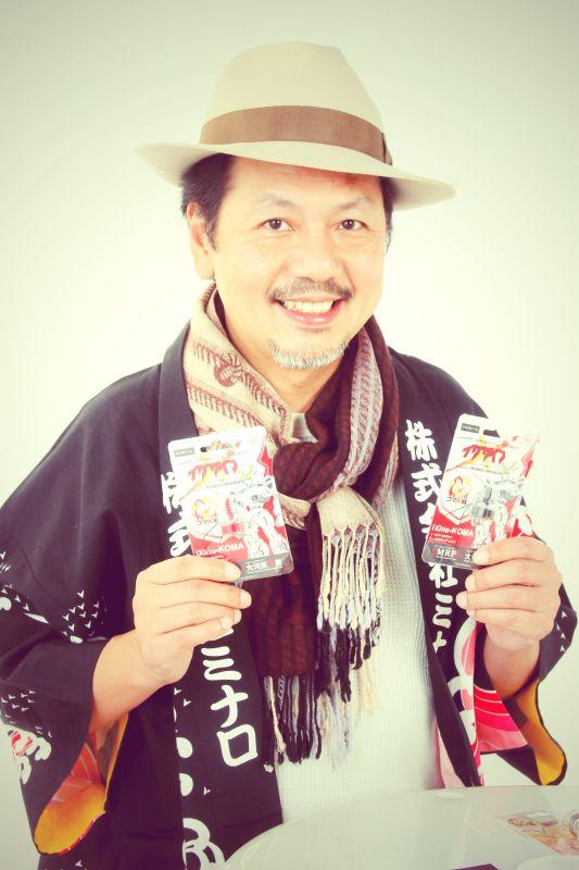 ゲスト◇緑川賢司(Kenji Midorikawa)1967年横浜生まれ。2002年8月、二十歳から15年間勤めた木型製作所が閉鎖に追い込まれ、同業種の株式会社ミナロを起業。「情報発信、BtoC、連携連帯」をキーワードに、中小製造業の世界で、いち早くブログやSNSを取り入れ、顧客数を1000倍にした。2012年に『全日本製造業コマ大戦』を立ち上げ、現在までに全国150ヶ所以上で開催、参加チームも全国の中小製造業者を中心に延べ3000チームを超える。2015年2月には『世界コマ大戦』を開催し、7カ国の海外チームが参戦する等、世界を巻き込む一大プロジェクト事業に発展した。2016年3月、新会社「Ocasila inc.」を立ち上げ、「価値ある日本製を世界に通ずるハイブランドにする」をビジョンに、これまでに培った圧倒的な製造業ネットワークを元に中小企業の技術・製品を世界に向けて展開する業務を開始した。「OCASILA inc.」代表取締役、「株式会社ミナロ」代表取締役、NPO法人「全日本製造業コマ大戦協会」理事長。