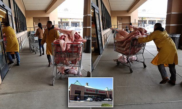 Grocery shopper snaps picture of uncovered meat delivery