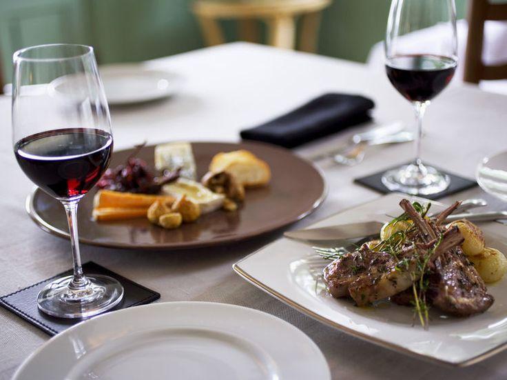Vin rouge, blanc, rosé, champagne, crément… Il existe de nombreuses solutions désaltérantes au cours d'un repas. Mais l'offre est tellement grande qu'il...
