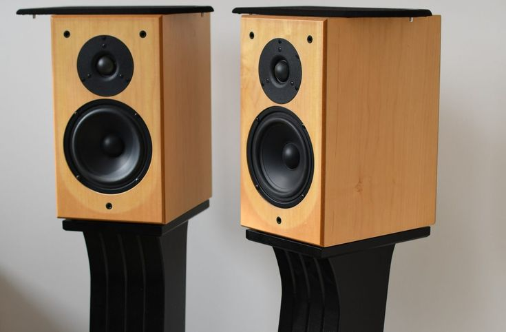 DIY Bookshelf Speaker Stands - Toli's DIY in 2020 | Small ...