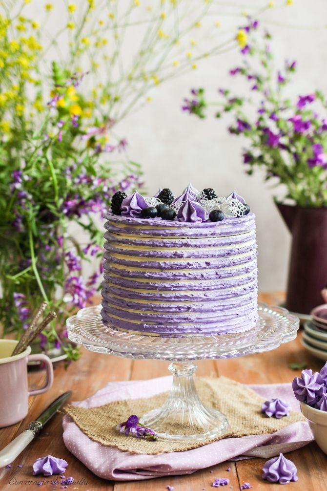 Layer cake de chocolate blanco con moras y arándanos | Con aroma de vainilla