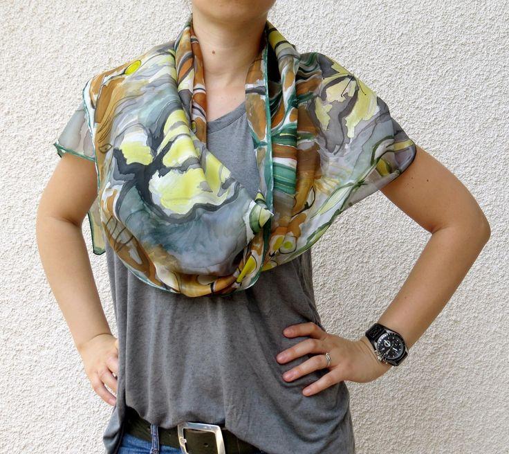 Floral foulard de soie gris, marron, jaune et vert. Echarpe en soie peint à la main. : Echarpe, foulard, cravate par galatate-echarpe-en-soie