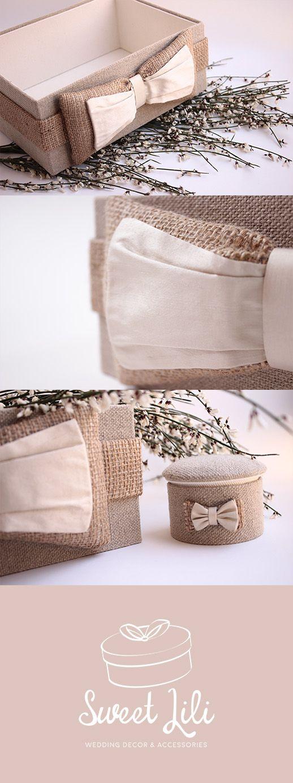 Urne de mariage / boîte à enveloppe style campagne chic. Réalisée à la main avec du lin, un noeud rembourré en toile de jute et soie champagne et un intérieur en coton écru.
