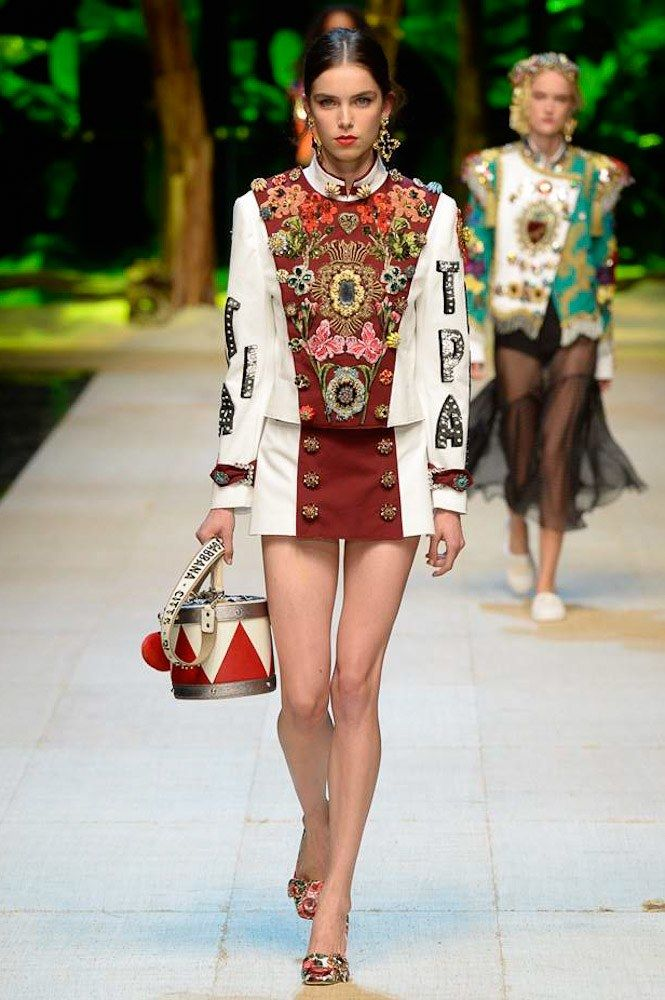 View the complete Dolce & Gabbana Spring 2017 collection from Milan Fashion Week.